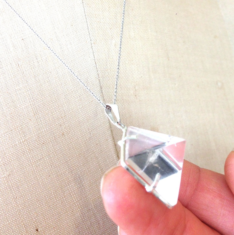 huntress-quartz-pyramid-pendant2